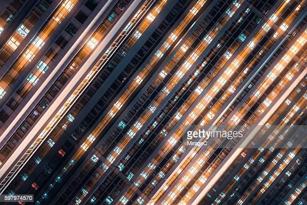 matrix effect, dynamic motion lights of illuminated windows - calore concetto foto e immagini stock