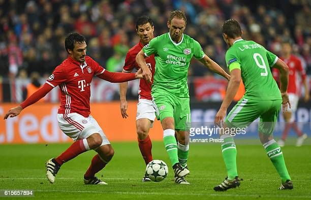 Mats Hummels and Xabi Alonso of FC Bayern Muenchen challenge Siem de Jong and Luuk de Jong of PSV Eindhoven during the UEFA Champions League match...