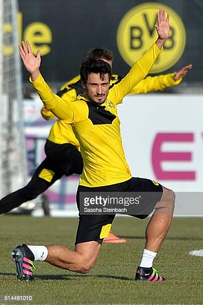 Mats Hummels attends the Borussia Dortmund training session prior to the UEFA Europa League match between Borussia Dortmund and Tottenham Hotspur FC...