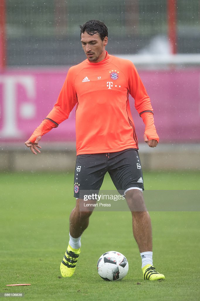 Mats Hummels in action during a training session of FC Bayern Muenchen on August 5, 2016 in Munich, Germany.