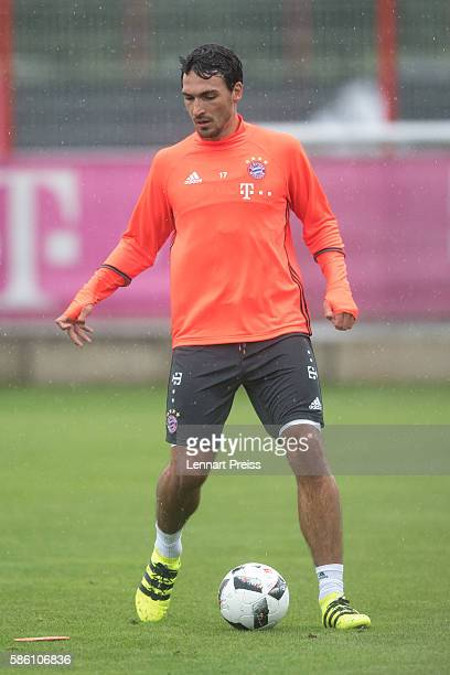 Mats Hummels in action during a training session of FC Bayern Muenchen on August 5 2016 in Munich Germany