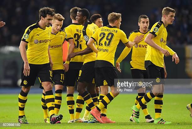 Mats Hummels Marco Reus Adrian Ramos Marcel Schmelzer Henrikh Mkhitayan and Sven Bender of Borussia Dortmund celebrate after scoring the 01 during...
