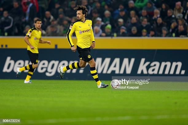 Mats Hummels od Dortmund runs wit the ball during the Bundesliga match between Borussia Moenchengladbach and Borussia Dortmund at BorussiaPark on...