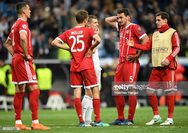 Mats Hummels of Bayern Muenchen and team mates looks dejected alongside Toni Kroos of Real Madrid as they fail to reach the final after the UEFA...
