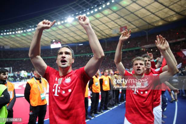 Mats Hummels of Bayern Munich celebrates following his sides victory in the DFB Cup final between RB Leipzig and Bayern Muenchen at Olympiastadion on...