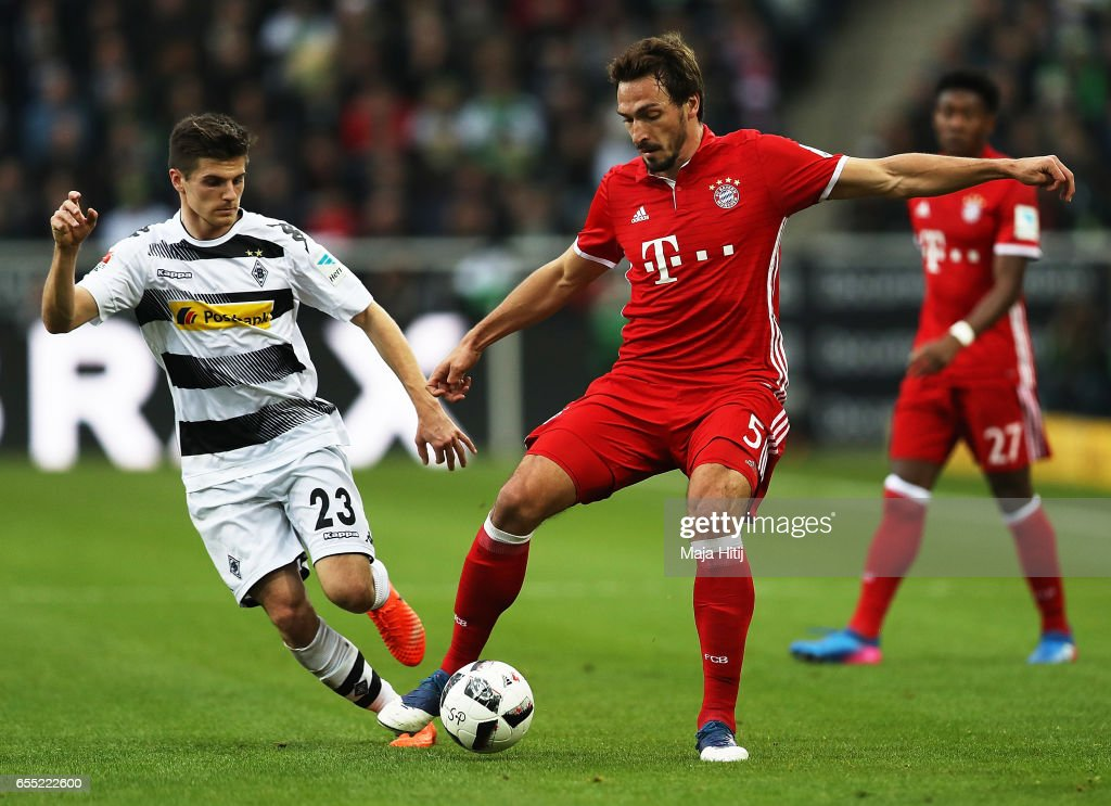 Mats Hummels of Bayern Munich is challenged by Jonas Hofmann of Borussia Moenchengladbach during the Bundesliga match between Borussia Moenchengladbach and Bayern Muenchen at Borussia-Park on March 19, 2017 in Moenchengladbach, Germany.