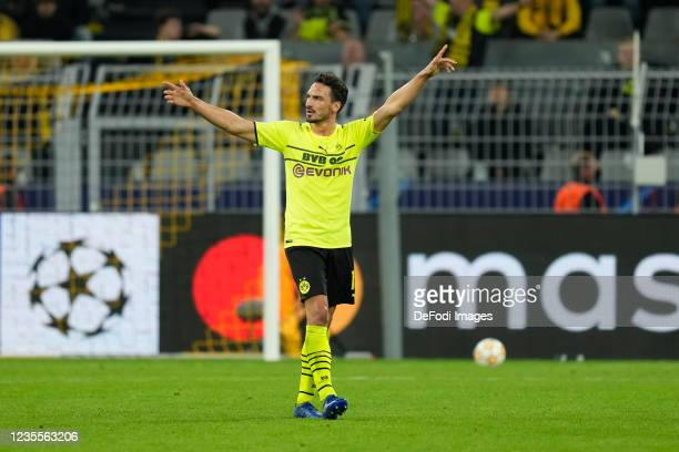 Mats Hummels of Borussia Dortmund gestures during the UEFA Champions League group C match between Borussia Dortmund and Sporting CP at Signal Iduna...