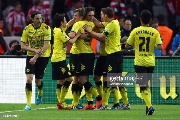 Mats Hummels of Dortmund celebrates the second goal with Neven Subotic Shinji Kagawa Kevin Grosskreutz Robert Lewandowski Sebastian Kehl and Ilkay...