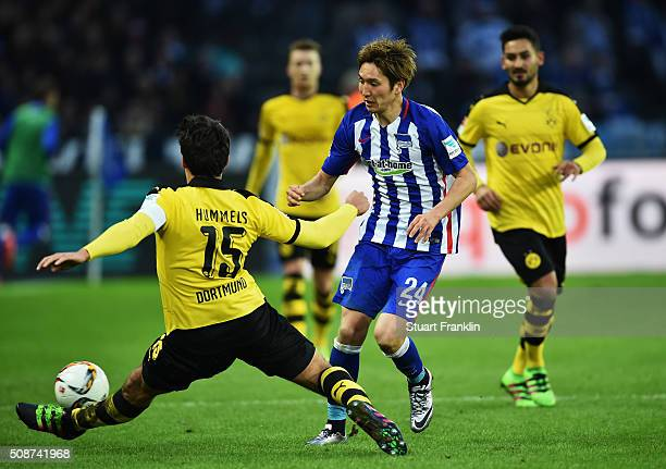 Mats Hummels of Dortmund challenges Genki Haraguchi of Berlin during the Bundesliga match bewteen Hertha BSC and Borussia Dortmund at Olympiastadion...