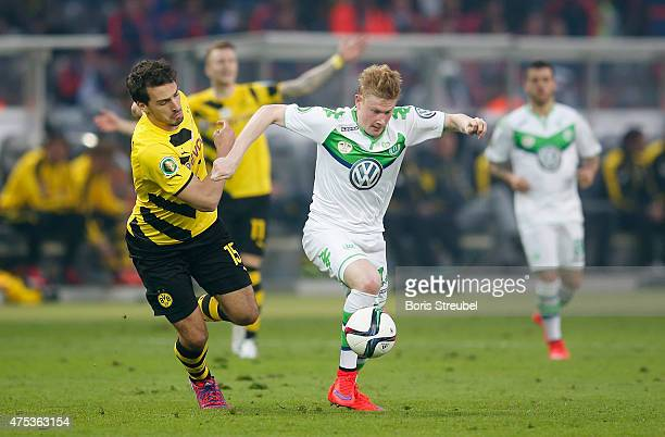 Mats Hummels of Dortmund challenges Kevin De Bruyne of Wolfsburg during the DFB Cup Final match between Borussia Dortmund and VfL Wolfsburg at...