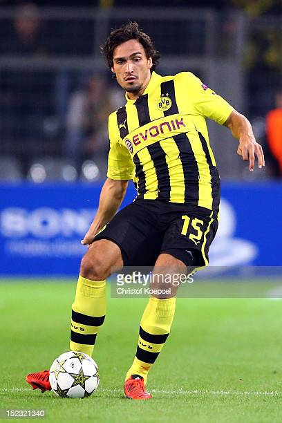 Mats Hummels of Dortmund runs with the ball during the UEFA Champions League group D match between Borussia Dortmund and Ajax Amsterdam at Signal...