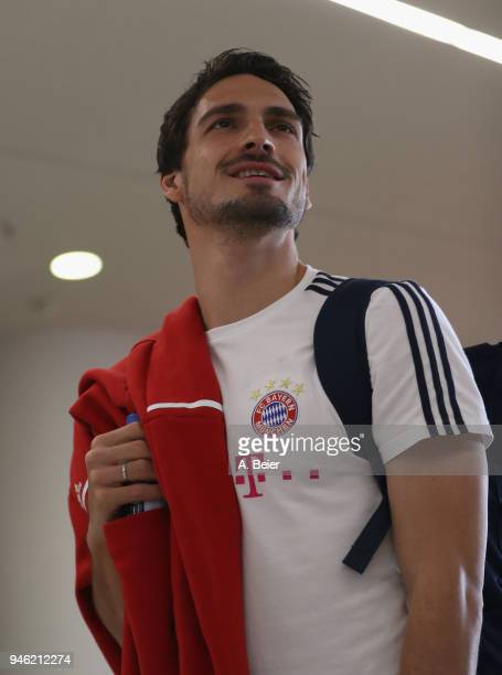 Mats Hummels of FC Bayern Muenchen arrives at the players' tunnel for the Bundesliga match between FC Bayern Muenchen and Borussia Moenchengladbach...