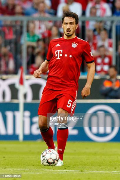 Mats Hummels of FC Bayern Muenchen controls the ball during the Bundesliga match between FC Bayern Muenchen and Borussia Dortmund at Allianz Arena on...