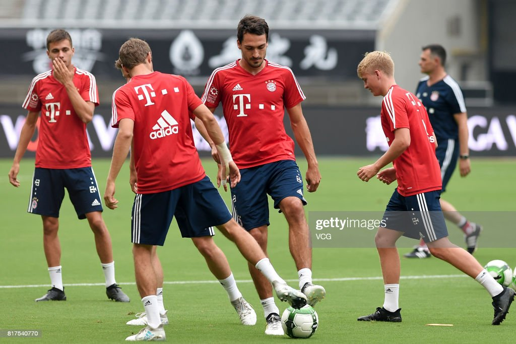 Mats Hummels (C) of FC Bayern Muenchen in action during a training session ahead of 2017 International Champions Cup China between FC Bayern Muenchen and Arsenal at Shanghai Stadium on July 18, 2017 in Shanghai, China.