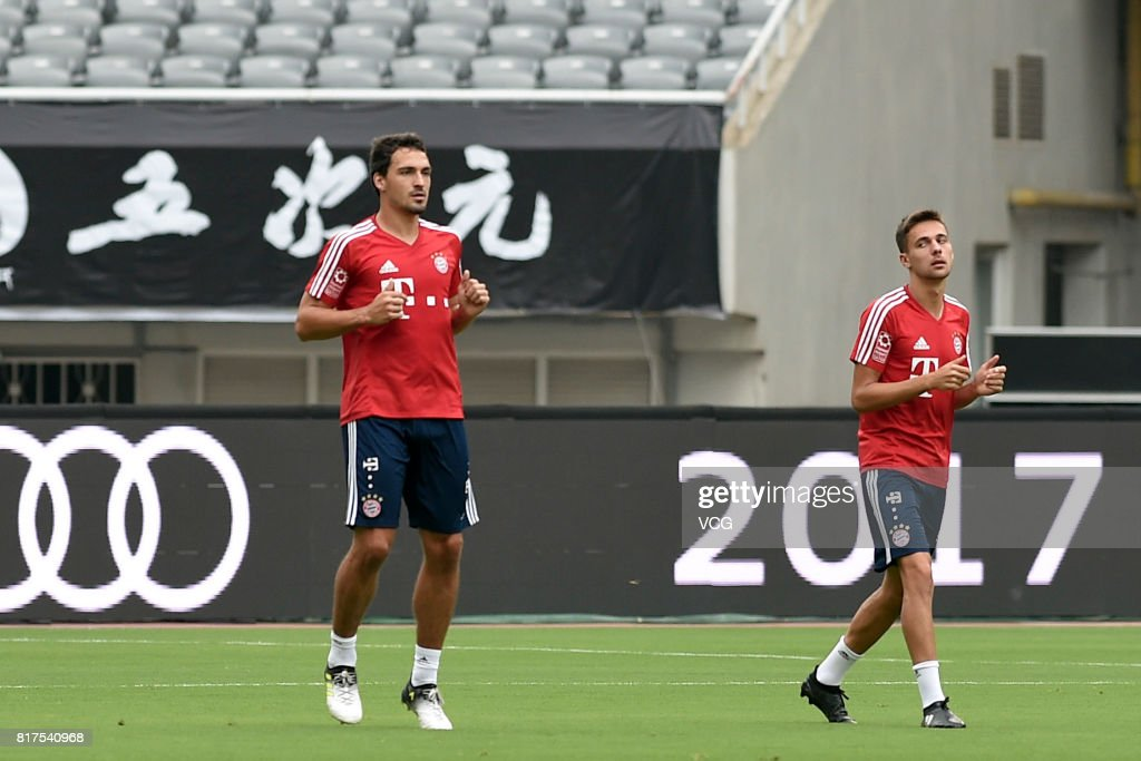 Mats Hummels (L) of FC Bayern Muenchen in action during a training session ahead of 2017 International Champions Cup China between FC Bayern Muenchen and Arsenal at Shanghai Stadium on July 18, 2017 in Shanghai, China.