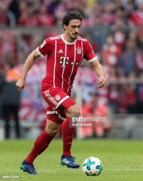 Mats Hummels of FC Bayern Muenchen runs with the ball during the Bundesliga match between FC Bayern Muenchen and Borussia Moenchengladbach at Allianz...