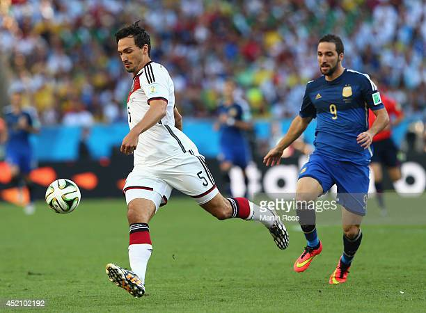 Mats Hummels of Germany controls the ball against Gonzalo Higuain of Argentina during the 2014 FIFA World Cup Brazil Final match between Germany and...