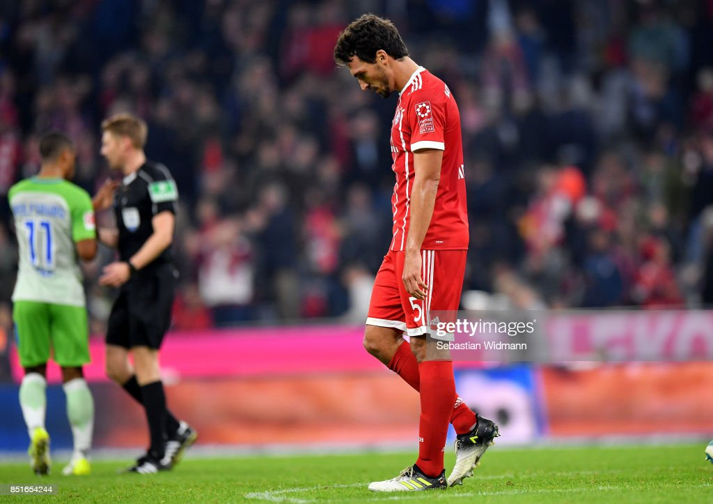 Mats Hummels of Muenchen looks dejected after the Bundesliga match between FC Bayern Muenchen and VfL Wolfsburg at Allianz Arena on September 22, 2017 in Munich, Germany.