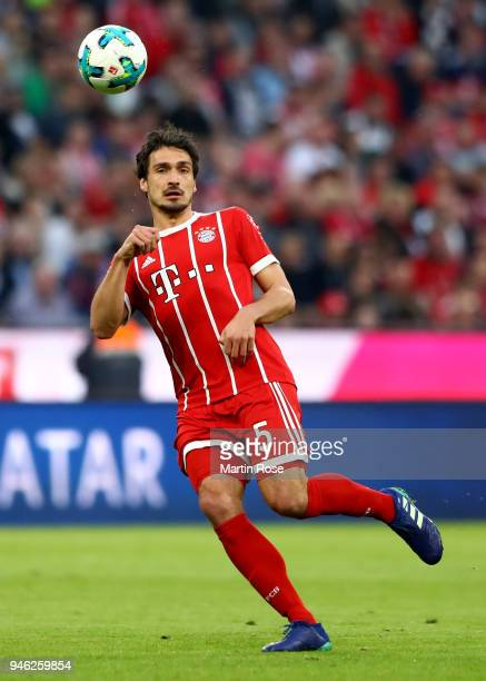 Mats Hummels of Muenchen runs with the ball during the Bundesliga match between FC Bayern Muenchen and Borussia Moenchengladbach at Allianz Arena on...