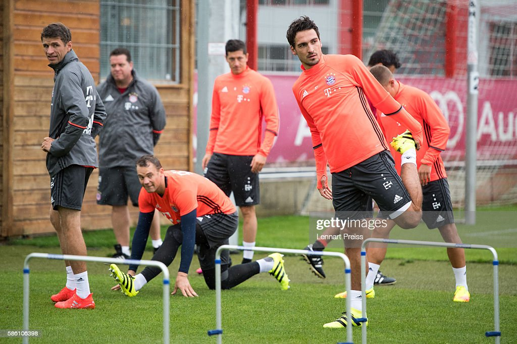 Mats Hummels (R) stretches during a training session of FC Bayern Muenchen on August 5, 2016 in Munich, Germany.