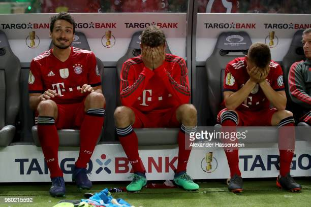 Mats Hummels , Thomas Mueller and Joshua Kimmich of Bayern Muenchen are dejected after losing the DFB Cup final against Eintracht Frankfurt at...