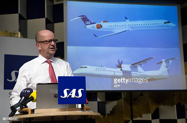 Mats Jansson announces the settlement with Canadian aircraft manufacturer Bombardier regarding the Dash Q400 incidents during a press conference at...