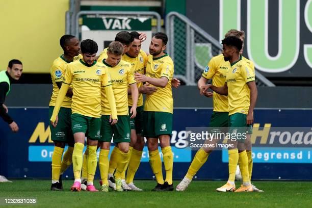 Mats Seuntjens of Fortuna Sittard celebrates 2-0 with Ben Rienstra of Fortuna Sittard, Lisandro Semedo of Fortuna Sittard, George Cox of Fortuna...