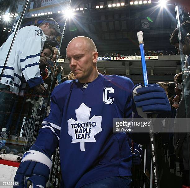 Mats Sundin of the Toronto Maple Leafs enters the arena for warmups before playing against the Buffalo Sabres on November 9, 2007 at HSBC Arena in...
