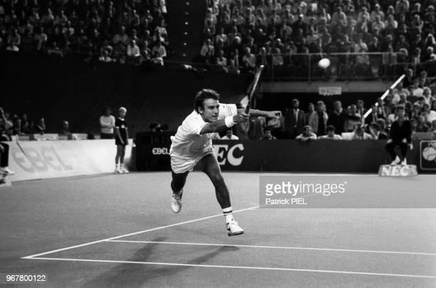 Mats Wilander pendant son match contre Boris Becker lors de la Coupe Davis à Munich le 22 décembre 1985 Allemagne