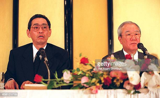 Matsushita Electric Industrial incoming president Kunio Nakamura and outgoing president Yoichi Morishita attend a press conference on April 25 2000...