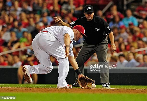 Matt Adams of the St Louis Cardinals fields a ground ball off the bat of Cliff Pennington of the Arizona Diamondbacks during the ninth inning at...