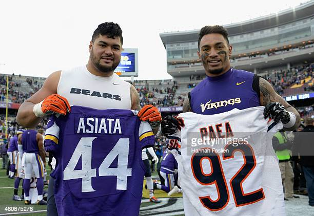 Matt Asiata of the Minnesota Vikings and Stephen Paea of the Chicago Bears pose for a picture after exchanging jerseys following the game on December...