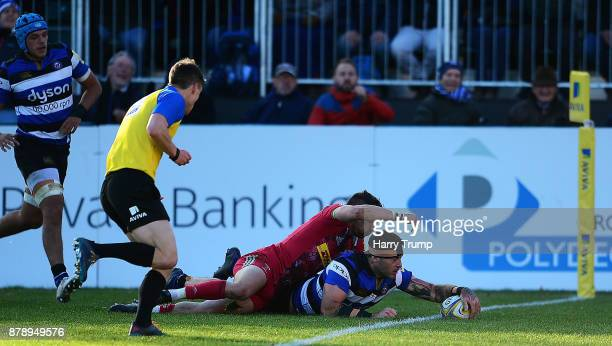 Matt Banahan of Bath Rugby scores his sides fourth try during the Aviva Premiership match between Bath Rugby and Harlequins at the Recreation Ground...