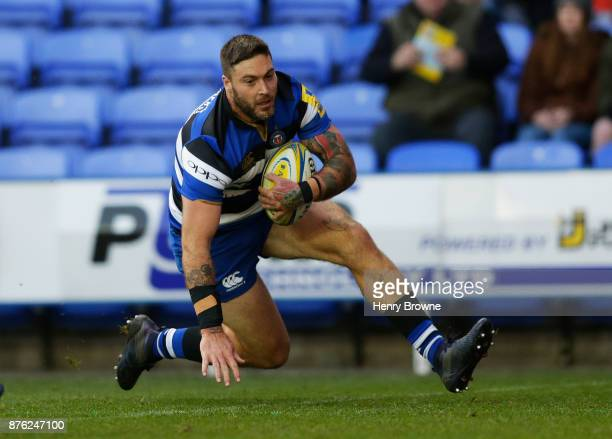 Matt Banahan of Bath Rugby scores their first try during the Aviva Premiership match between London Irish and Bath Rugby at Madejski Stadium on...