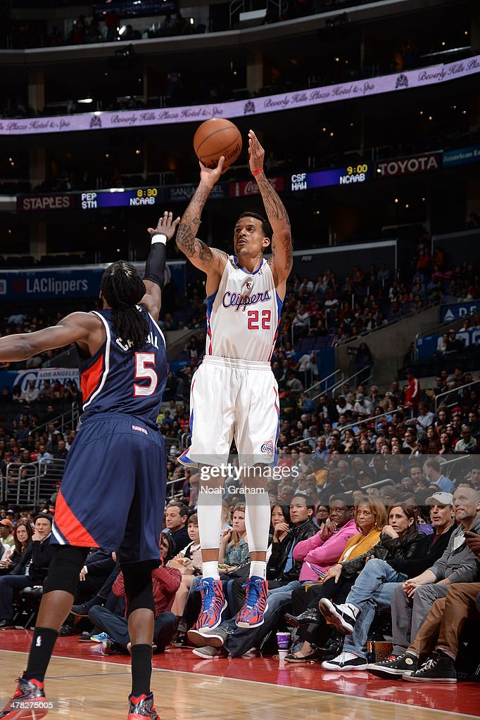 Matt Barnes #22 of the Los Angeles Clippers shoots against the Atlanta Hawks at Staples Center on March 8, 2014 in Los Angeles, California.