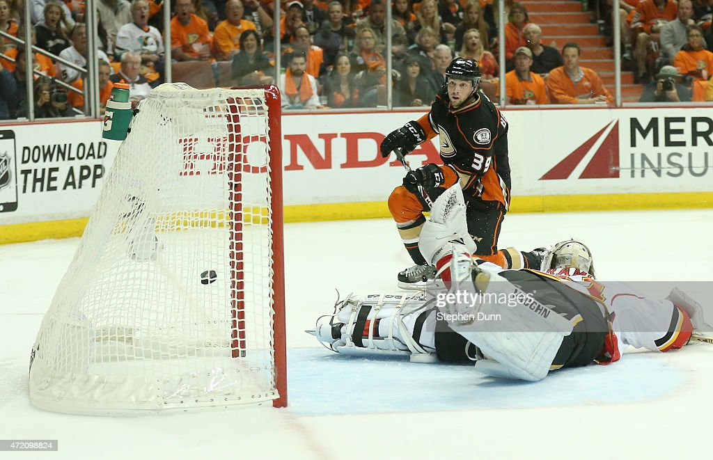 Calgary Flames v Anaheim Ducks - Game Two : News Photo