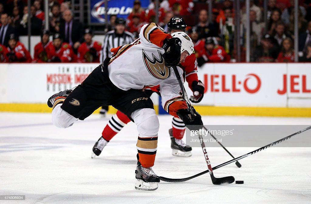 Anaheim Ducks v Chicago Blackhawks - Game Three : News Photo