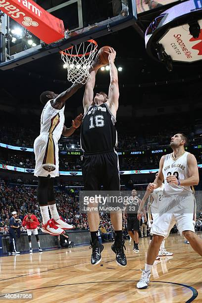 Matt Bonner of the San Antonio Spurs dunks against the New Orleans Pelicans on December 26 2014 at Smoothie King Center in New Orleans Louisiana NOTE...