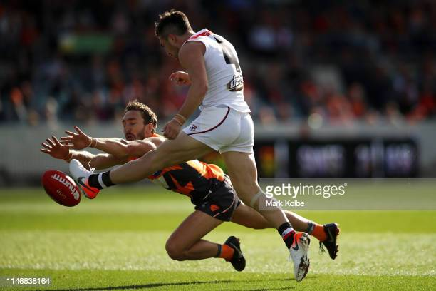 Matt Buntine of the Giants spoils the kick from Jade Gresham of the Giants during the round seven AFL match between the Greater Western Sydney Giants...