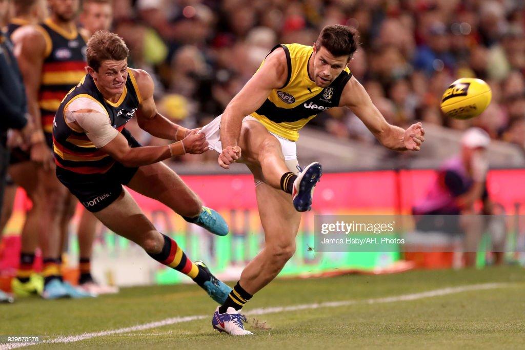 AFL Rd 2 - Adelaide v Richmond : News Photo
