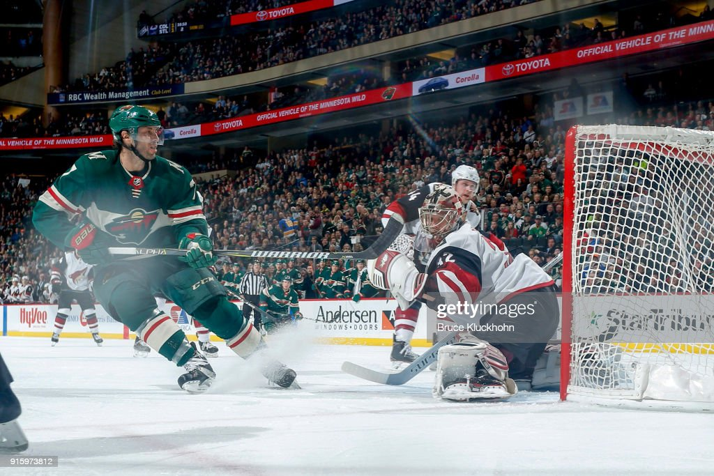 Matt Cullen #7 of the Minnesota Wild scores a goal against Antti Raanta #32 of the Arizona Coyotes during the game at the Xcel Energy Center on February 8, 2018 in St. Paul, Minnesota.