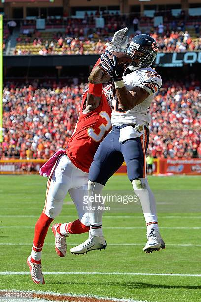 Matt Forte of the Chicago Bears catches a go ahead touchdown with eighteen seconds left over Husain Abdullah of the Kansas City Chiefs at Arrowhead...