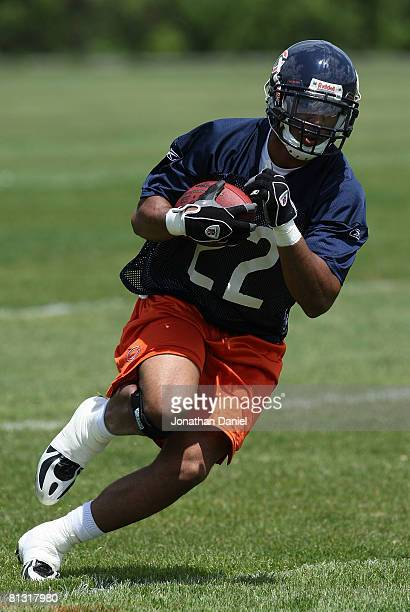 Matt Forte of the Chicago Bears participates during a mini-camp practice on May 31, 2008 at Halas Hall in Lake Forest, Illinois.