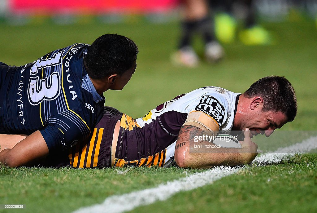 Matt Gillett of the Broncos scores a try during the round 11 NRL match between the North Queensland Cowboys and the Brisbane Bronocs at 1300SMILES Stadium on May 20, 2016 in Townsville, Australia.