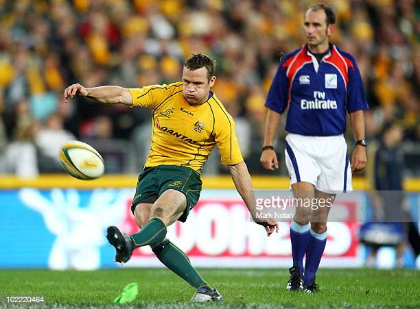 Matt Giteau of the Wallabies misses this penalty goal during the Cook Cup Test Match between the Australian Wallabies and England at ANZ Stadium on...