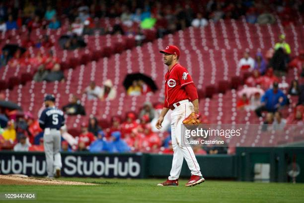 Matt Harvey of the Cincinnati Reds watch a home run leave the park in the fourth inning at Great American Ball Park on September 8 2018 in Cincinnati...