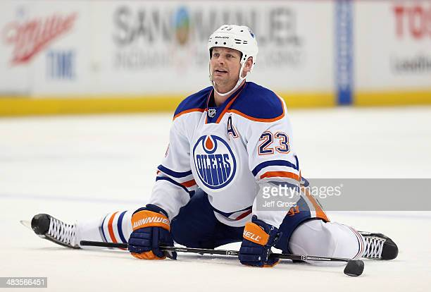 Matt Hendricks of the Edmonton Oilers stretches prior to the start of the game against the Anaheim Ducks at Honda Center on April 2 2014 in Anaheim...