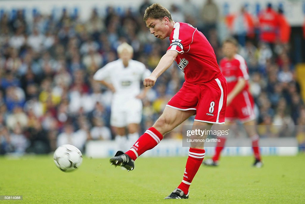 Matt Holland of Charlton scores the first goal during the FA Barclaycard Premiership match between Leeds United and Charlton Athletic at Elland Road, on May 8, 2004 in Leeds, England.