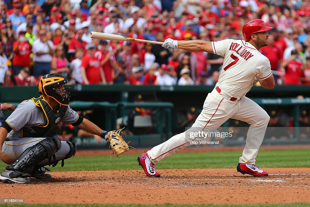Matt Holliday #7 of the St. Louis Cardinals hits an RBI single against the Pittsburgh Pirates in the sixth inning at Busch Stadium on October 1, 2016 in St. Louis, Missouri.