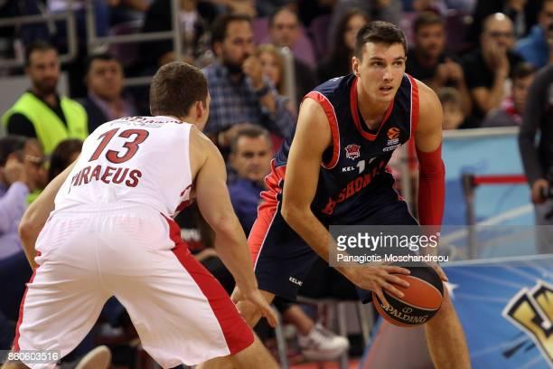 Matt Janning #11 of Baskonia Vitoria Gasteiz in action during the 2017/2018 Turkish Airlines EuroLeague Regular Season Round 1 game between...